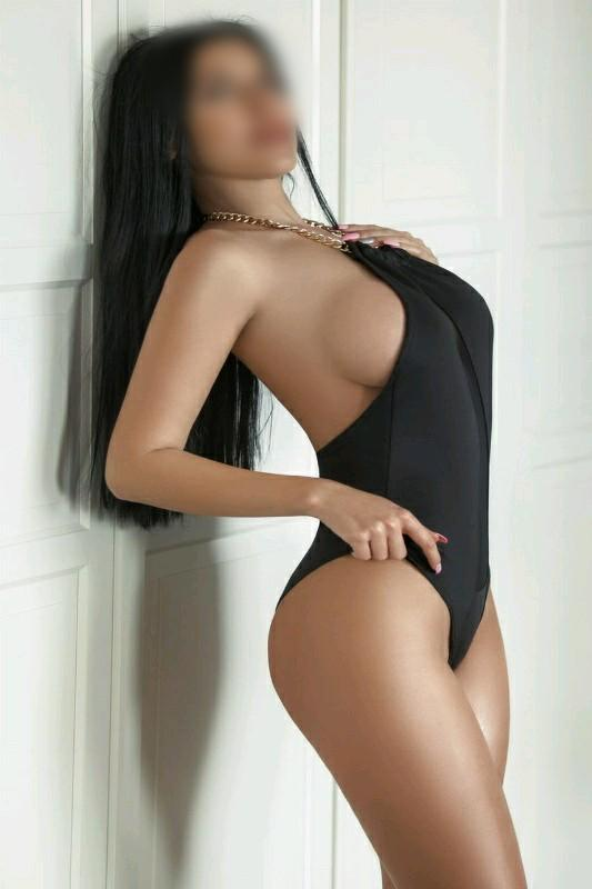 Loren - 34D Busty European Escort In Reigate