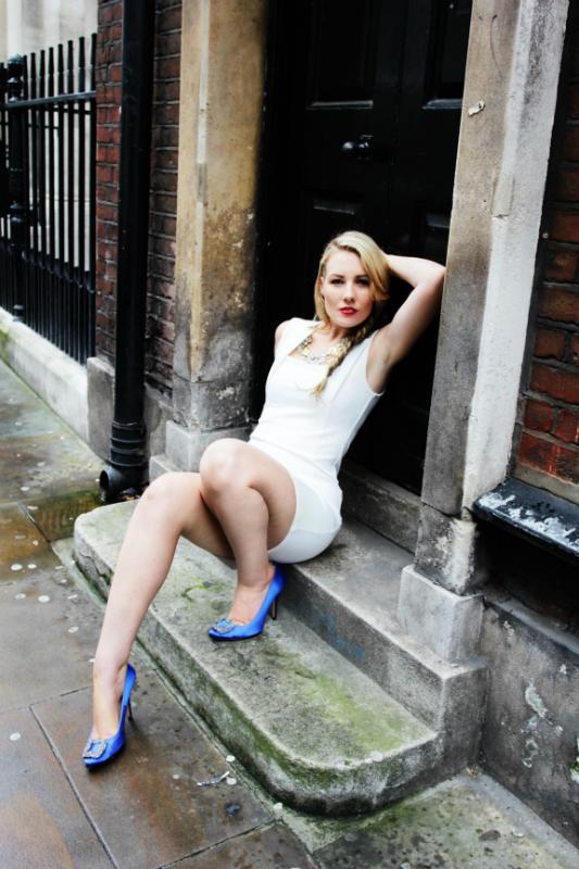 Classy Blonde Escort Called Summer