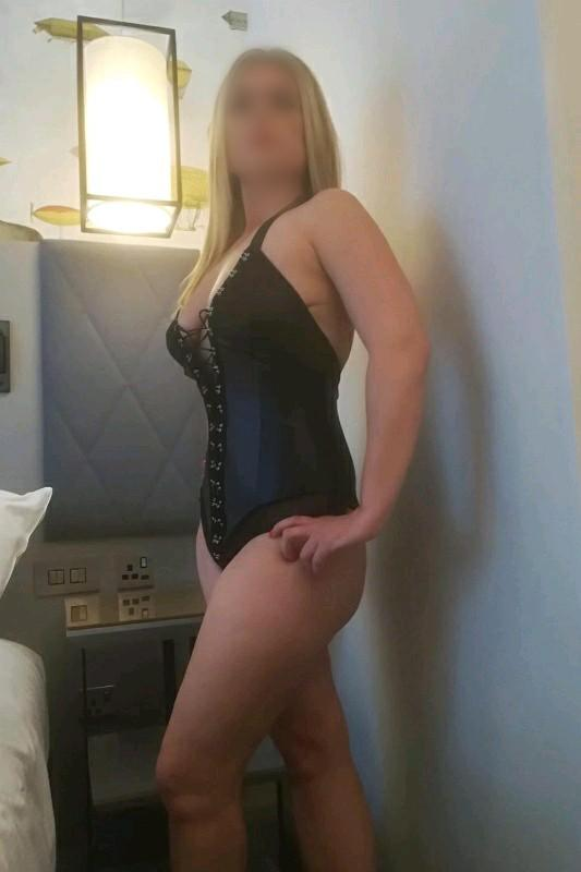 Zara - Busty Italian Escort South London